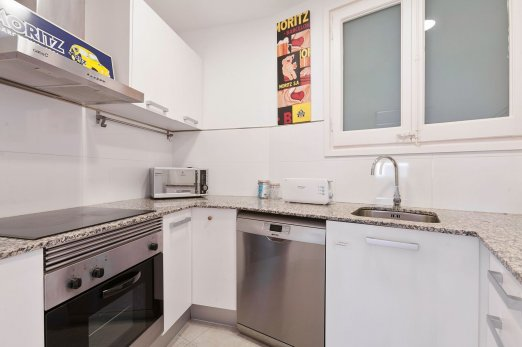 Sunny 4 Bedroom next to Gaudis Sagrada Familia - Barcellona