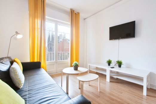 Sunny 4 Bedroom next to Gaudis Sagrada Familia - Barcelona