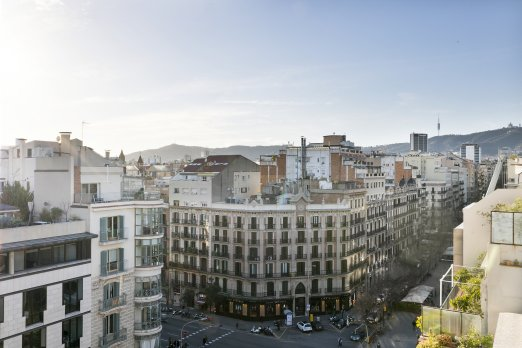 Soak up the sun on the terrace at luminous attic¦ - Barcelona