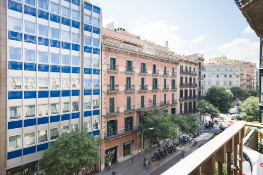 Central 2 bedroom apt with balconies - Barcelona