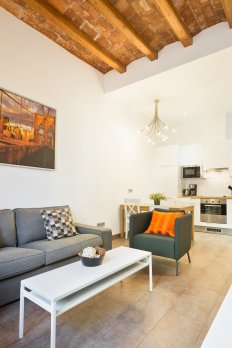 Beautiful & Bright 2BR Flat w/ Balcony in heart of BCN - Барселона