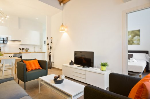 Bright 2BR Flat in middle of Eixample with Balcony - Barcellona