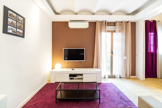 Bright apartment with balcony in trendy Poble Sec - Barcelona