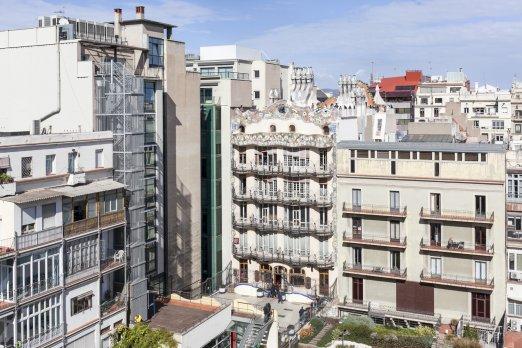 Flat on Rambla de Catalunya with Casa Battló View - Barcelona